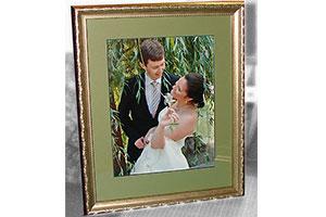 Свадебная фотография с паспарту в раме