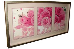 Вышивка триптих розы оформленная в виде часов