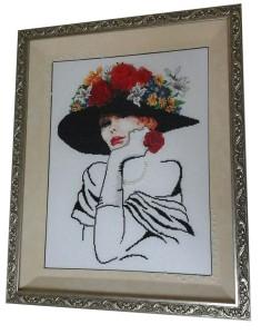 Вышивка Дама с цветами на шляпе